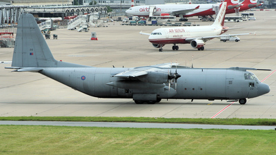 XV212 - Lockheed Hercules C.3 - United Kingdom - Royal Air Force (RAF)