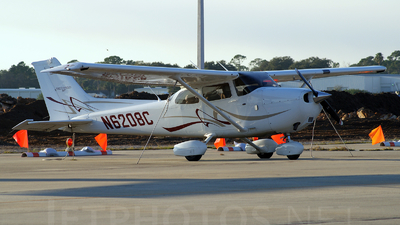 A picture of N6208C - Cessna 172S Skyhawk SP - [172S10820] - © Juan Felipe Arango P�rez