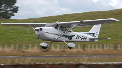 ZK-DMW - Cessna 172S Skyhawk SP - Aero Club - North Shore