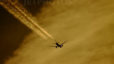 HS-TKS - Boeing 777-35RER - Thai Airways International