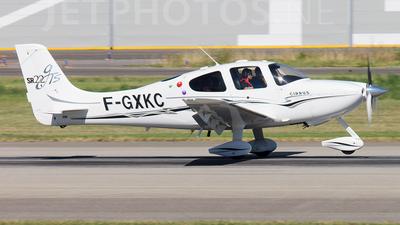 F-GXKC - Cirrus SR22-GTS - Private