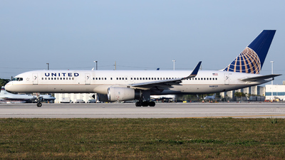 N48127 - Boeing 757-224 - United Airlines
