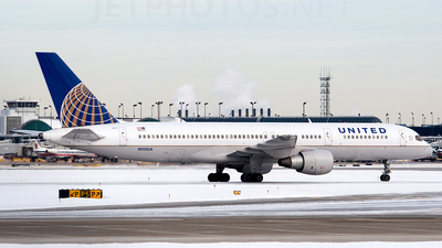 A picture of N552UA - Boeing 757222 - [26641] - © Alex Brodkey