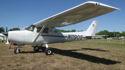 A picture of N11909 - Cessna 150L - [15075703] - © Felipe Garcia