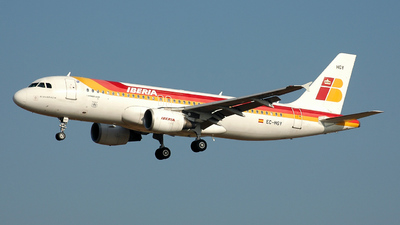 EC-HGY - Airbus A320-214 - Iberia