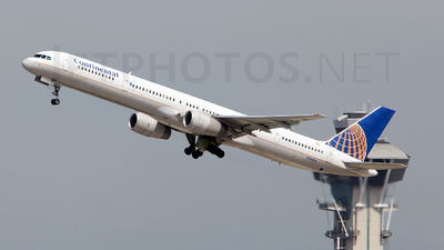 N74856 - Boeing 757-324 - Continental Airlines