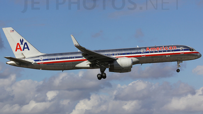 A picture of N696AN - Boeing 757223 - [26976] - © Orlando Suarez