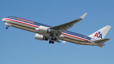 N39365 - Boeing 767-323(ER) - American Airlines