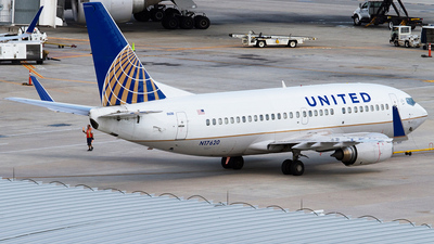 N17620 - Boeing 737-524 - United Airlines (Continental Airlines)