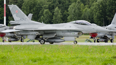 4042 - Lockheed Martin F-16C Fighting Falcon - Poland - Air Force