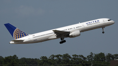 A picture of N551UA - Boeing 757222 - [25399] - © Bruce Leibowitz