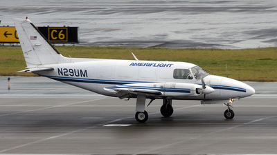 A picture of N29UM - Piper PA31350 - Ameriflight - © Geoff Landes