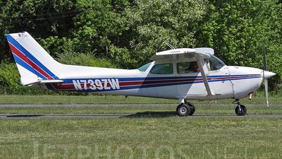 A picture of N739ZW - Cessna 172N Skyhawk - [17270946] - © Joe Osciak