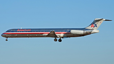 N577AA - McDonnell Douglas MD-82 - American Airlines