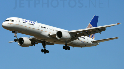 A picture of N560UA - Boeing 757222 - [26660] - © planespotter3