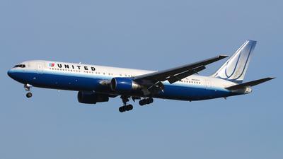 N662UA - Boeing 767-322(ER) - United Airlines
