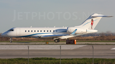 M-AJWA - Bombardier BD-700-1A11 Global 5000 - Private