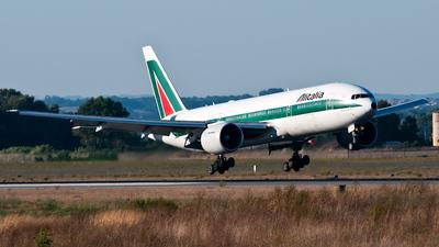 I-DISD - Boeing 777-243(ER) - Alitalia