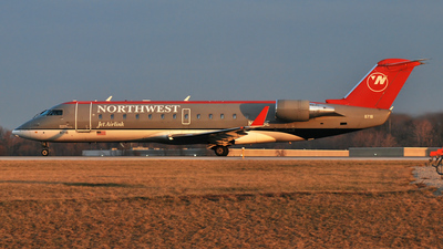 N8718E - Bombardier CRJ-200ER - Northwest Jet Airlink (Pinnacle Airlines)