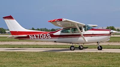 A picture of N4706S - Cessna R182 Skylane RG - [R18201392] - © Steve Homewood