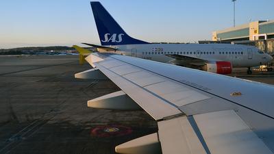 EC-LSA - Airbus A320-214 - Vueling