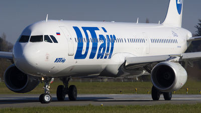 D-AVZG - Airbus A321-211 - UTair Aviation