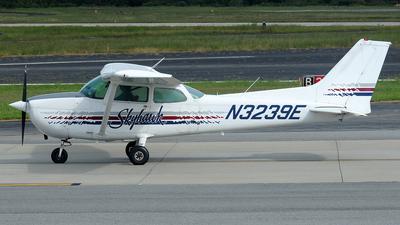 A picture of N3239E - Cessna 172N Skyhawk - [17271478] - © Carlos Barcelo