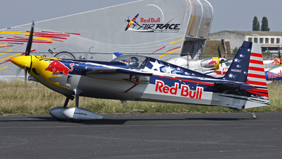 N423KC - Zivko Edge 540 - Red Bull Racing Team