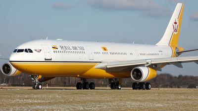 V8-BKH - Airbus A340-212 - Brunei - Sultan's Flight
