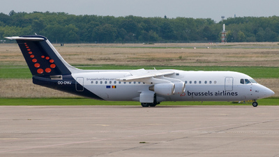 OO-DWJ - British Aerospace Avro RJ100 - Brussels Airlines