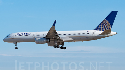 N18119 - Boeing 757-224 - United Airlines