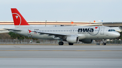 N338NW - Airbus A320-212 - Northwest Airlines