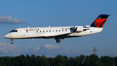 N8986B - Bombardier CRJ-440 - Delta Connection (Pinnacle Airlines)