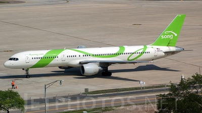 N654DL - Boeing 757-232 - Song