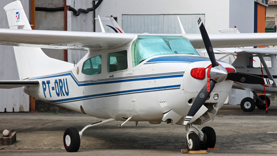 PT-ORU - Cessna 210N Centurion II - Private