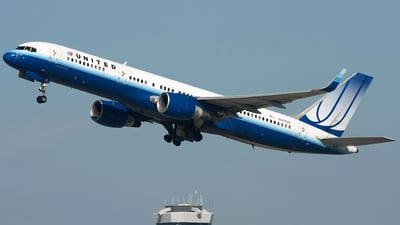 A picture of N517UA - Boeing 757222 - [24861] - © Angel Natal