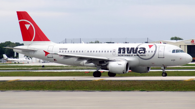 N335NB - Airbus A319-114 - Northwest Airlines