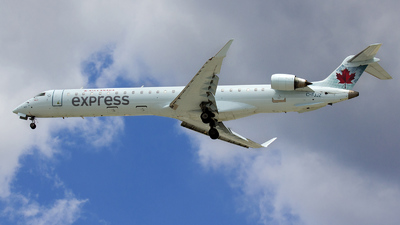 C-FJJZ - Bombardier CRJ-705LR - Air Canada Express (Jazz Aviation)