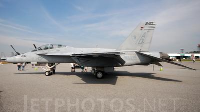 165880 - Boeing F/A-18F Super Hornet - United States - US Navy (USN)