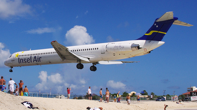PJ-MDB - McDonnell Douglas MD-82 - Insel Air