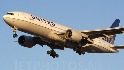 N216UA - Boeing 777-222(ER) - United Airlines