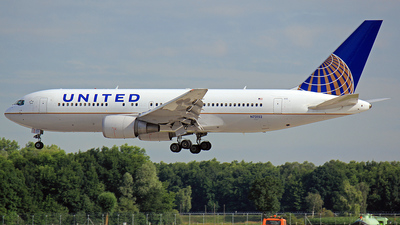 N73152 - Boeing 767-224(ER) - United Airlines