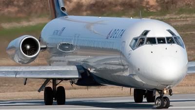 N677MC - McDonnell Douglas DC-9-51 - Delta Air Lines