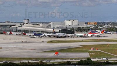 KMIA - Airport - Terminal