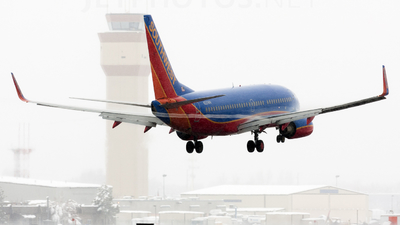 N221WN - Boeing 737-7H4 - Southwest Airlines