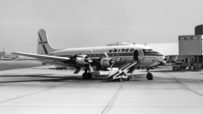 N37513 - Douglas DC-6 - United Airlines