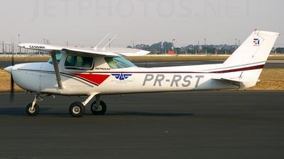 PR-RST - Cessna 150L - Aero Club - Goiás
