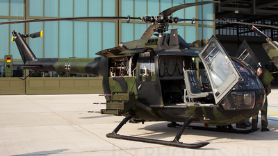 87-56 - MBB Bo105P1 - Germany - Army