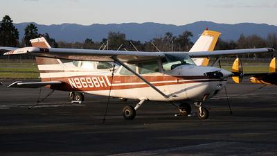 A picture of N9698H - Cessna 172M Skyhawk - [17266322] - © Bruno Orofino