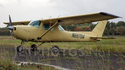 A picture of N66704 - Cessna 150M - [15076221] - © Guido Benedetto